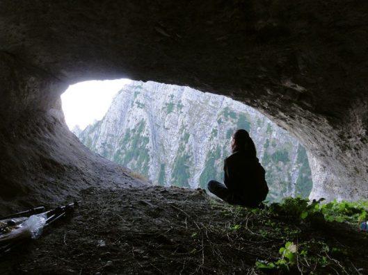 grota în peretele Vaii Albe, mountaineering Romania