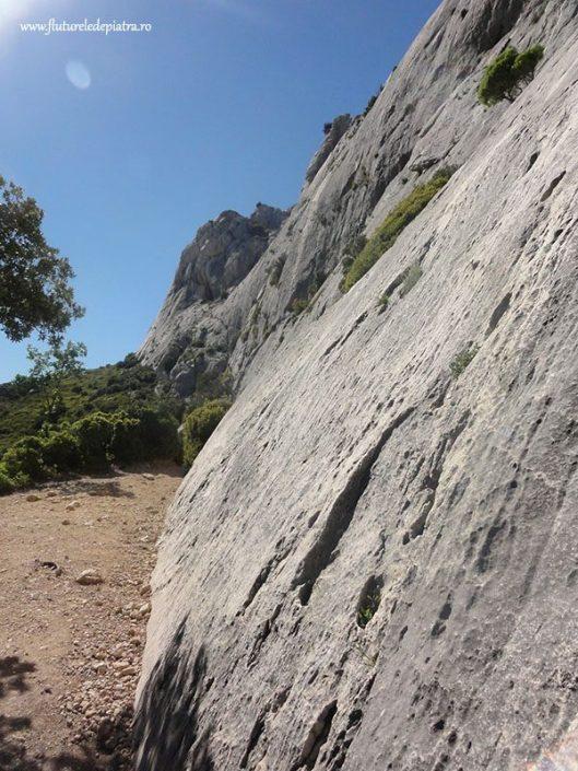climbing on slab ont sainte victoire france