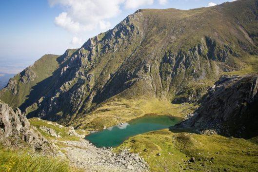 lacul podragel muntii fagaras