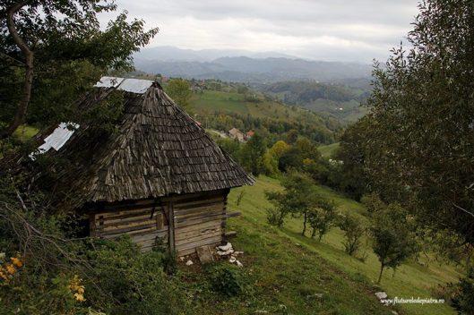 satul magura piatra craiului