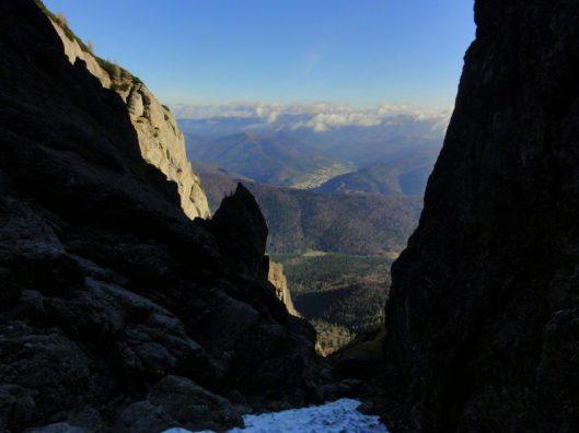 valea galbenele muntii bucegi