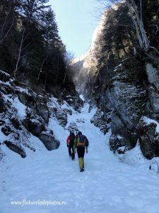 Valea Seaca dintre Clai iarna, untii Bucegi