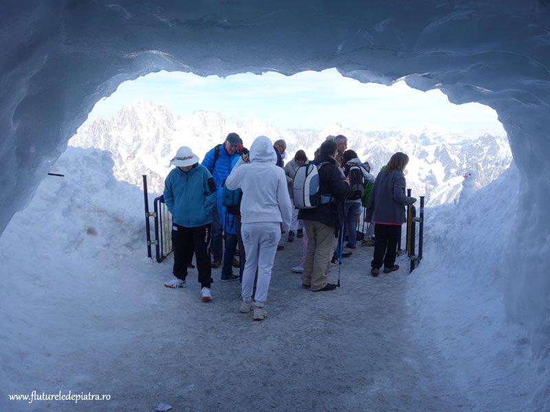 peștera de gheață la ieșirea din Aiguille du Midi