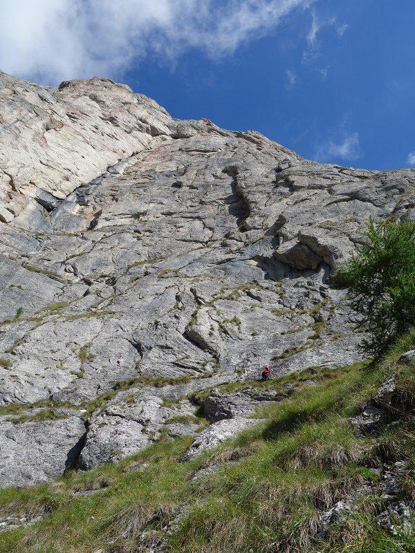 traseul diedrul pupezei_peretele vaii albe_alpinism (5)