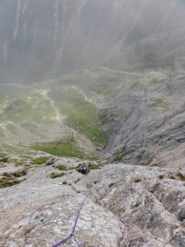 traseul diedrul pupezei_peretele vaii albe_alpinism bucegi (23)