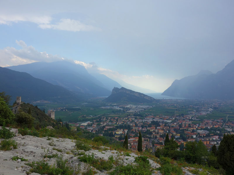 panorama Arco de pe Monte Colodri, Italia