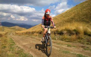 tură de bicicletă pe creasta Munților Baiului