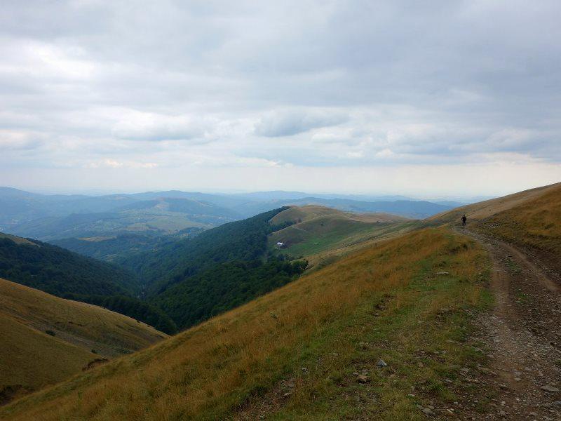 plimbare cu bicicleta pe culmile Munților Baiului