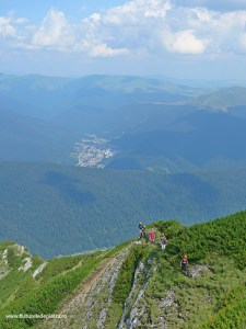 Montaniarzi pe Creasta Ascuțită spre Acele Morarului, alpinism bucegi
