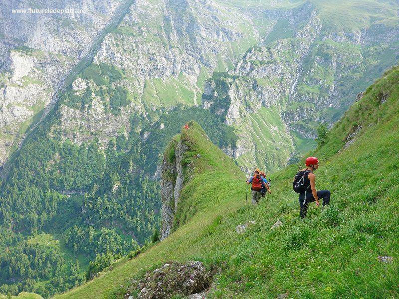 coborâre pe Brâul Acelor, Masivul Morarului, Munții Bucegi