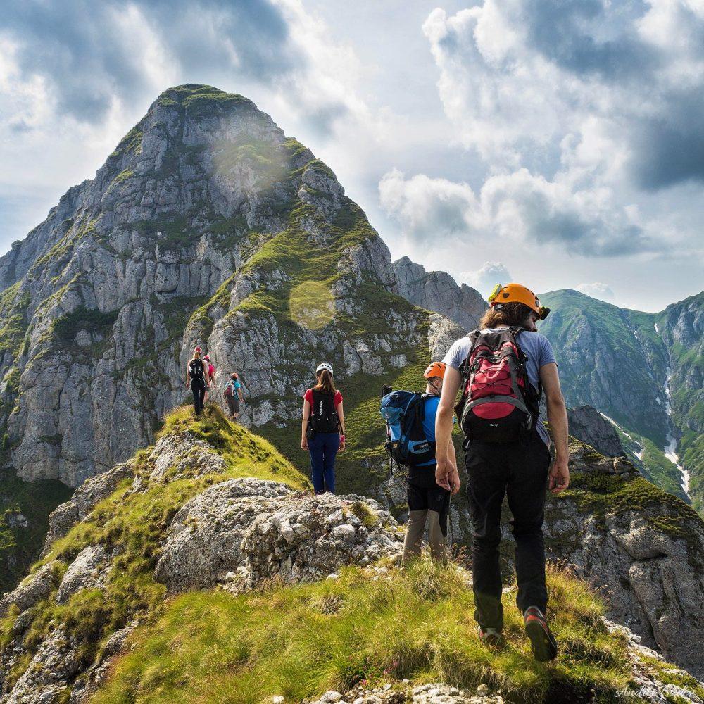 pe Creasta Ascuțită spre Acele Morarului, munții bucegi alpinism