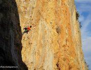 Alex pe 7a+, falezele ed escaladă din Antalya, Turcia