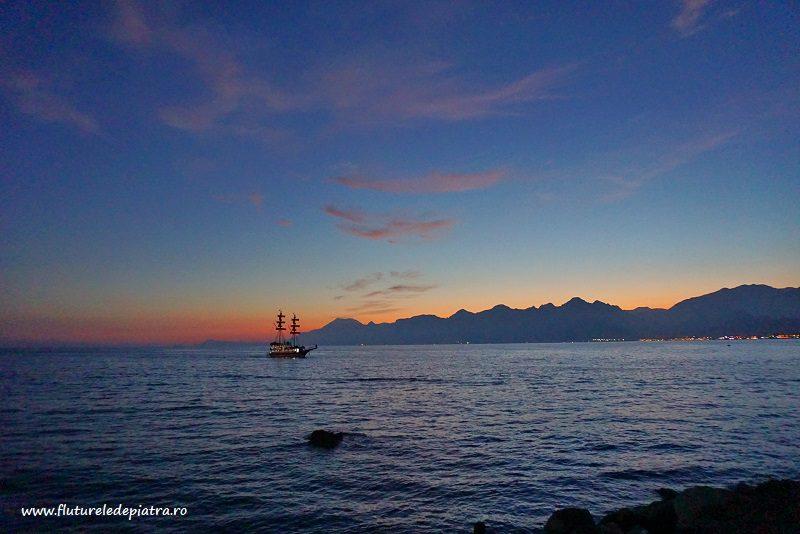 vapor la apus pe Marea Mediteraneană, Turcia