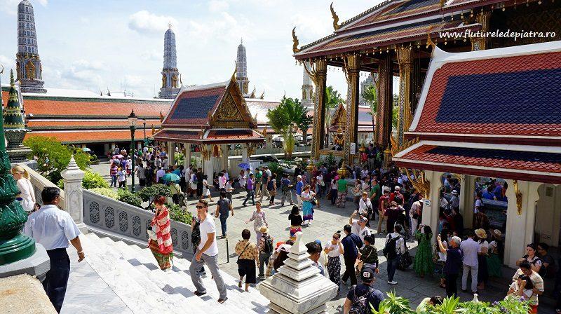 curtea aglomerată dintre templele budiste ale Grand Palace, Bangkok