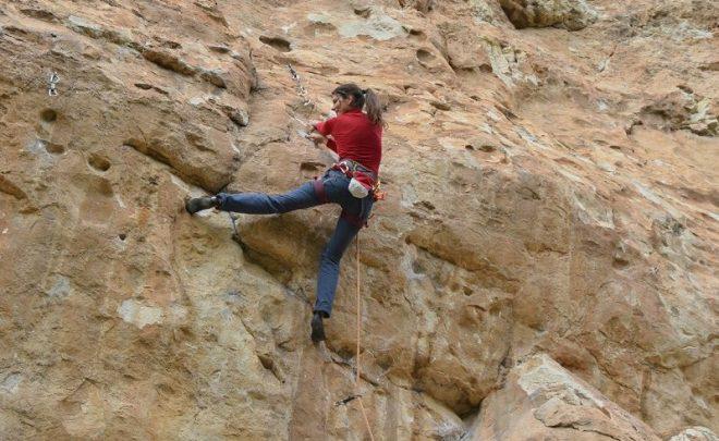 Cum să alegi hamul de escaladă / alpinism?