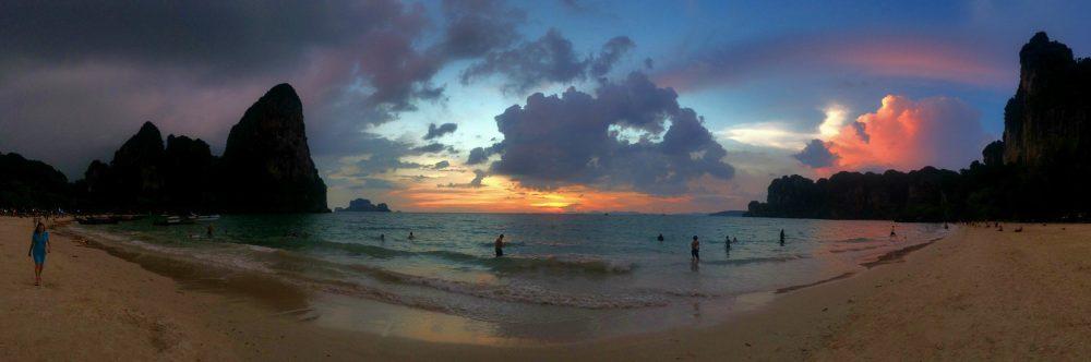 plaja estica railey, thailanda, krabi, apus romantic panorama
