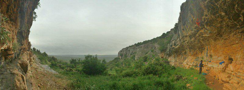escaladă pe timp de ploaie în Croația, Paklenica. Faleza Karin