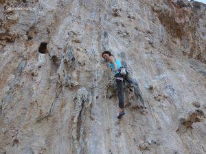 Ioana pe 7a, Secret Garden, escalada Kalymnos, grecia