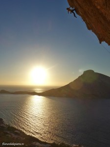 Cătălin pe cel mai fotografiat traseu din lume, Grande Grotta, escalada grecia, kalymnos
