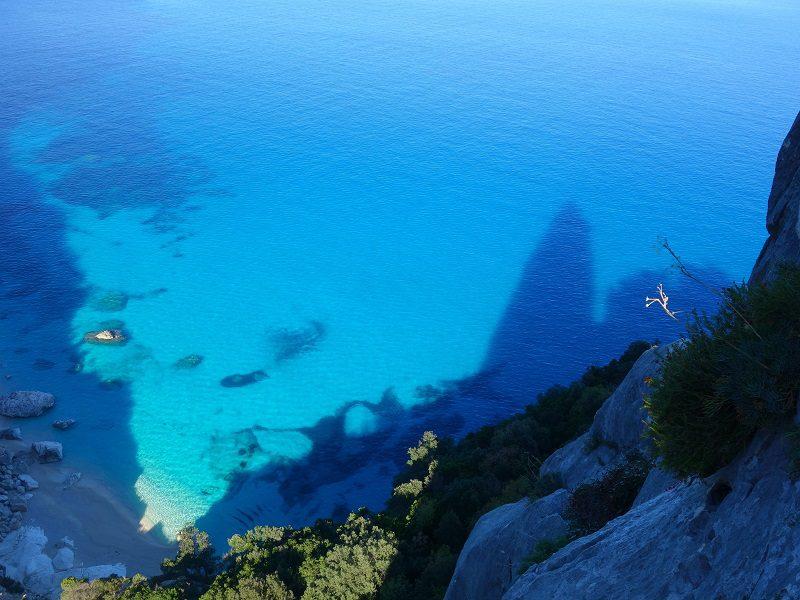 Cala Goloritze, escaladă pe malul Sardiniei, Italia