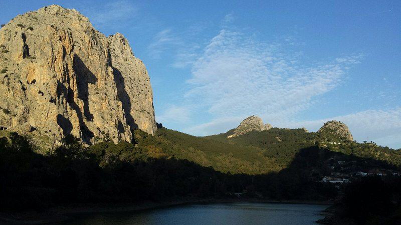 Frontales, salba de faleze de lângă El Chorro, Malaga, Spania