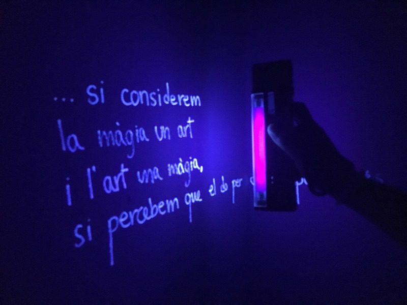 expoziție de artă sub ultraviolete, Lleida, Spania