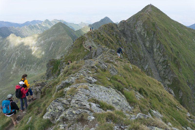 coborârea de pe Vârful Moldoveanu, Munții Făgăraș pe creastă