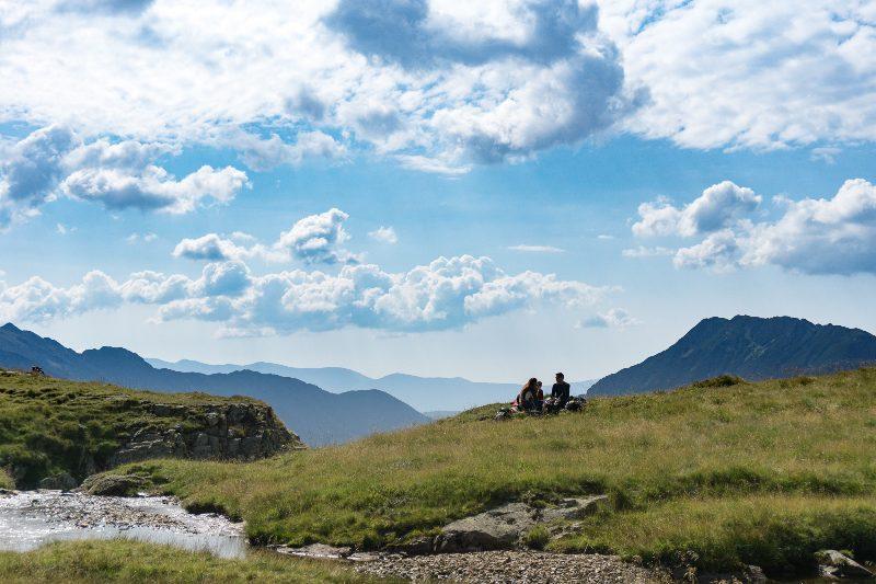 zona mlăștinoasă din căldare, spre Vârful Molodveanu prin Valea Rea