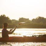 in lumina apusului, kayaking in delta dunarii