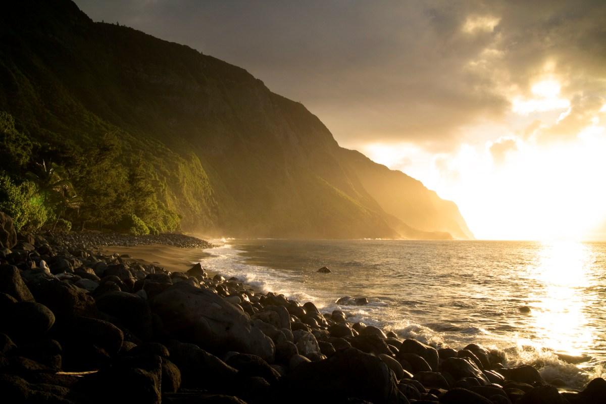 FLUX Hawaii Explore Moloka'i