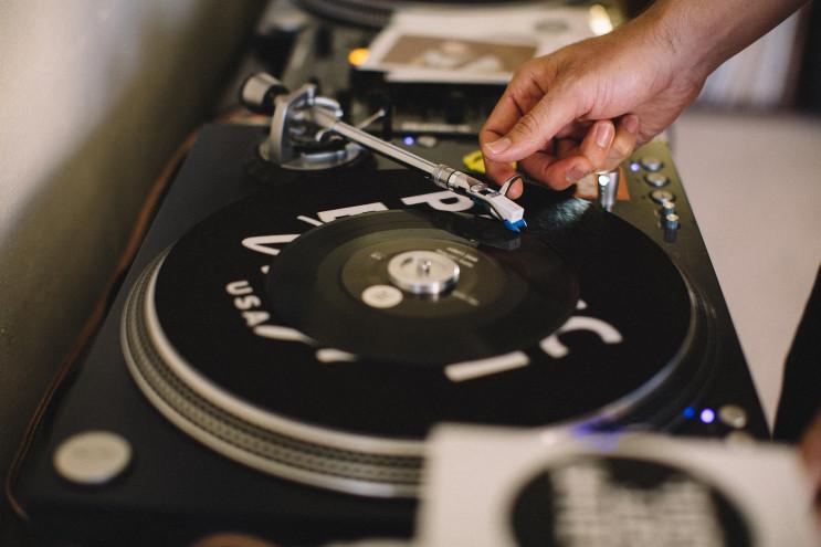 Mix table, DJ, FLUX Hawaii