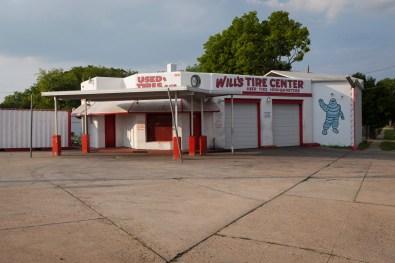 Will's Tire Shop, Jefferson Davis Highway, Virginia, 2011