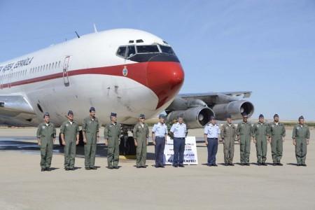 El jefe del Estado Mayor del Aire y los mandos de la base de Torrejón y Grupo 47 posaron con la tripulación del último vuelo.