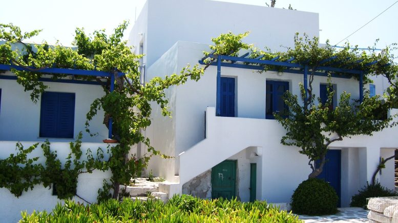 Eight out of Ten Greek Properties Purchased with Cash