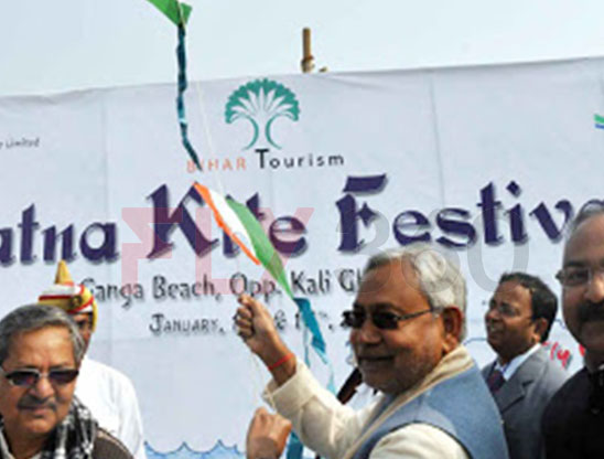 Nitish Kumar in Kite Flying Show