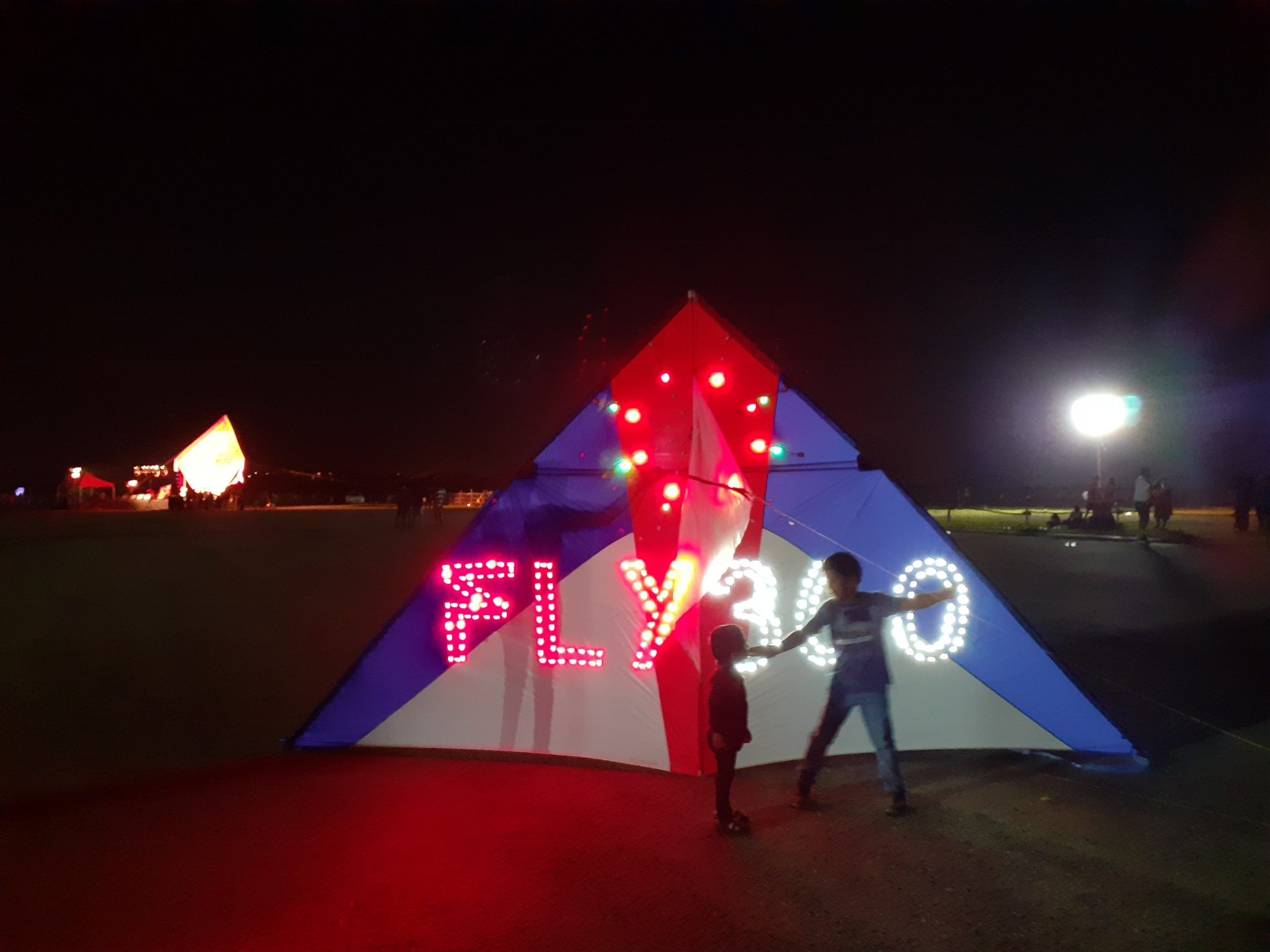 FLY360 custom design led night flying kite