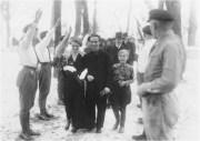 Joseph y Magda Goebbels el día de su boda, en la que Adolf Hitler hizo las veces de padrino, 1931.