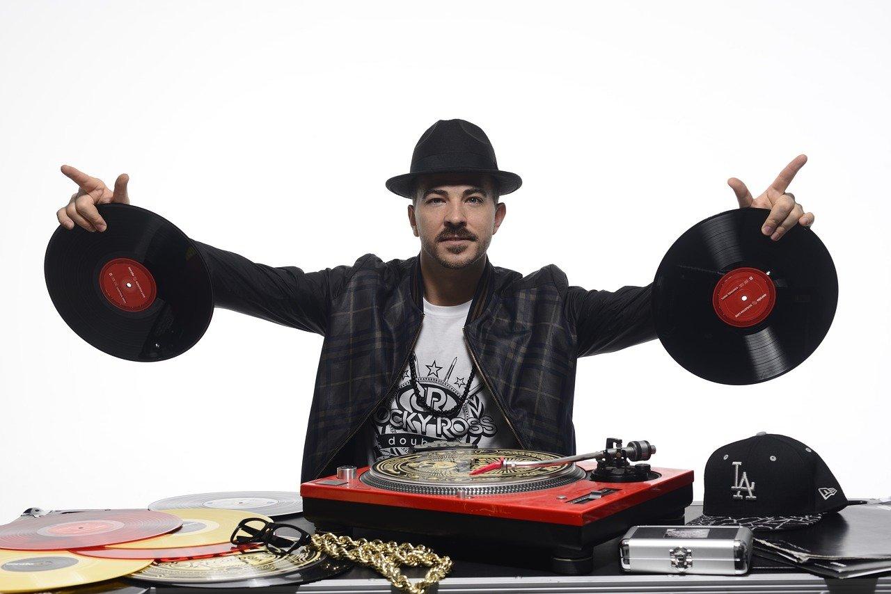 ArtistSearch.de  – Verzeichnis für DJ's & Bands