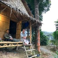 Khlong Yah (Khlong Saeng) Raft House Accommodation in Khao Sok