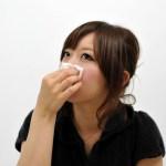 なぜ鼻血が出たときに上を向くのはNGなの?正しい鼻血の応急処置も教えます!