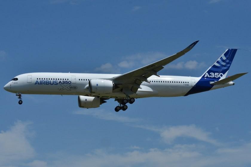 Airbus_A350-900_XWB_Airbus_Industries_(AIB)_MSN_001_-_F-WXWB_(9087432464)