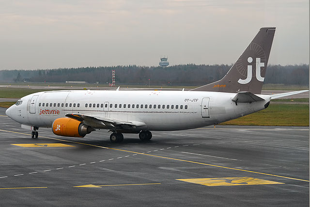 Jet_Time,_OY-JTF,_Boeing_737-382_(16268777468)