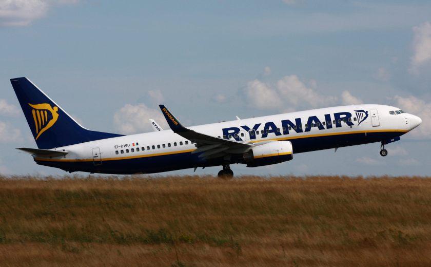 Boeing_737-800_Ryanair_EI-DWO_EDFH
