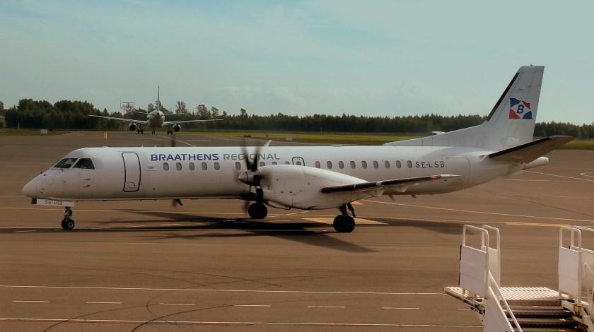 BRAATHENS_REGIONAL_SAAB_2000_SE-LSB_AT_VILLINUS_AIRPORT_LITHUANIA_SEP_2013_(9904519485)