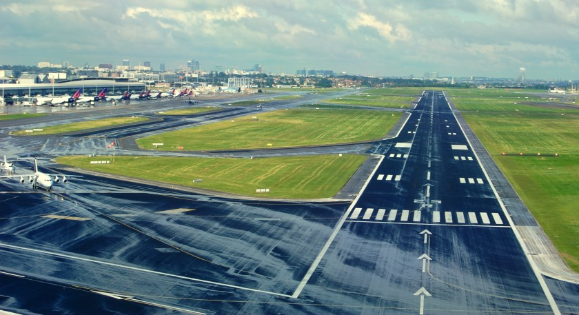 Brussels_Airport_Runway_25_R