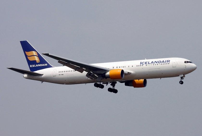 Boeing_767-383(ER),_Santa_Barbara_Airlines_(Icelandair)_JP6008062