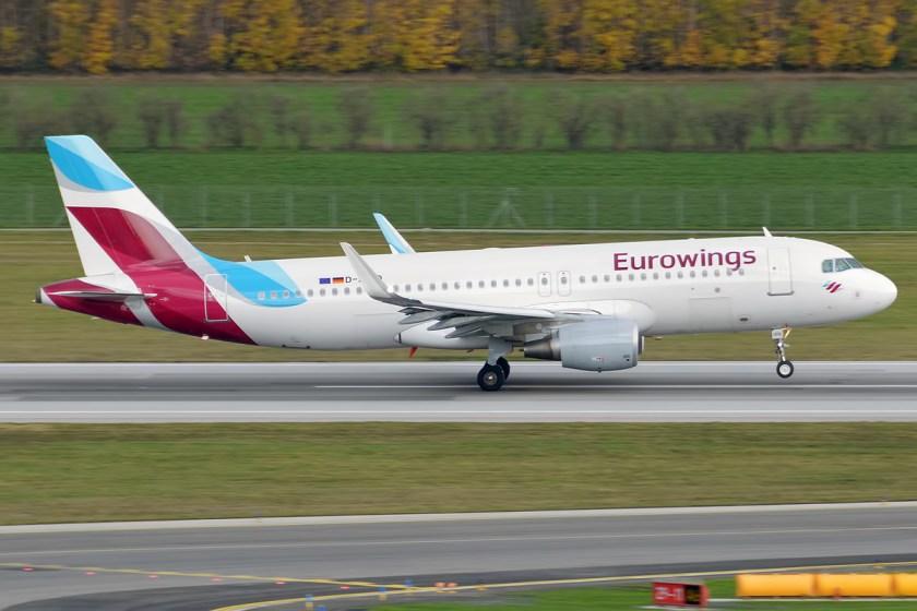 Eurowings,_D-AIZQ,_Airbus_A320-214_(23021360326)