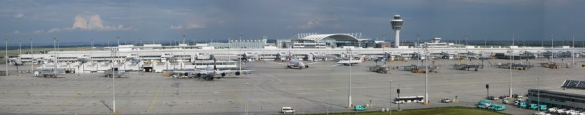 Munich_Airport_from_visitors_park