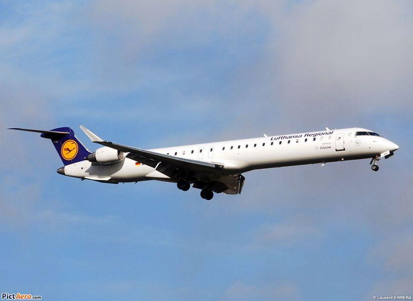 Bombardier_CRJ-900_Lufthansa_CityLine_(LCL)_D-ACKH_-_MSN_15085_-_Named_Radebeul_(3238728746)