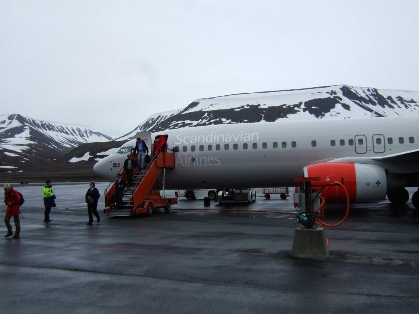 SAS_Boeing_737_at_Svalbard_Airport,_Longyear